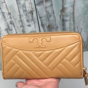NWT Tory Burch Alexa zip wallet